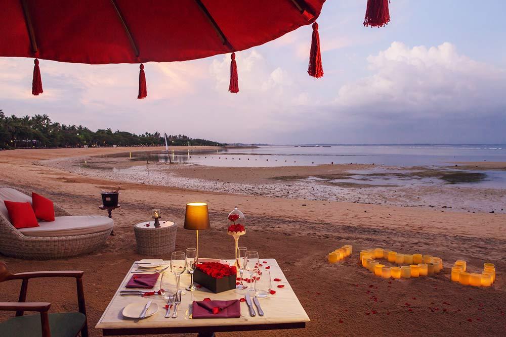 Sorpresa-Cena-romantica sulla spiaggia