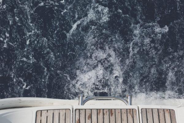 sorpresa in barca a vela